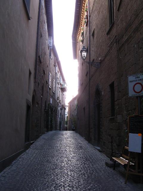 オルヴィエートの路地裏のフリー写真素材