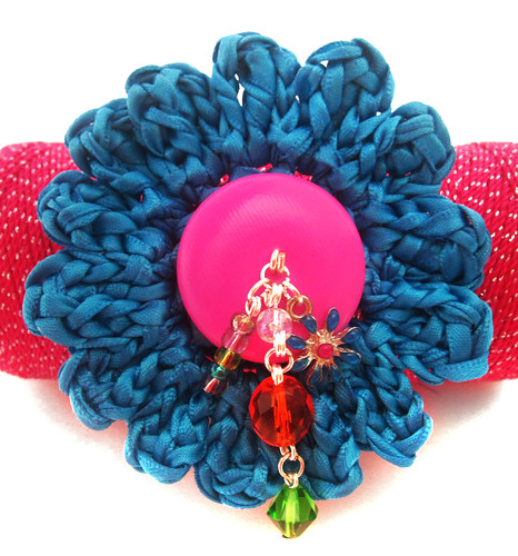 Flor para el cabello tejida con cinta de satin / Crochet flower using satin ribbon - Hair clip