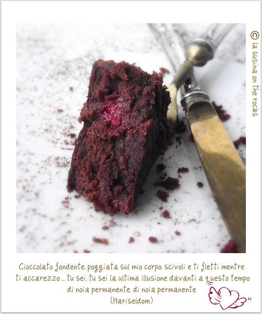 dolce al cioccolato fondente e lamponi