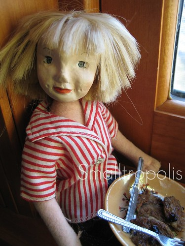 Florette'ette enjoys some pancakes.