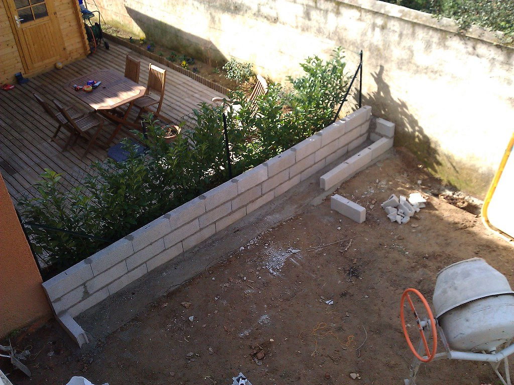 Jardini re en parpaing pour bambou forum des fous de bambous - Construire une jardiniere en beton ...