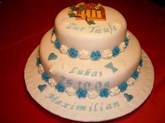 Tauftorte (zucker.rose) Tags: blumen christening junge efeu kirchenfenster christeningcake motivtorten tauftorte blauweis kindtaufe kindstaufe tauftorten