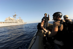 Sailors wait for instructions to resume counter piracy operations. (Official U.S. Navy Imagery) Tags: board navy visit sailor usnavy guidedmissilecruiser gulfofaden searchandseizure ctf151 usssanjancitocg56 piracyoperations