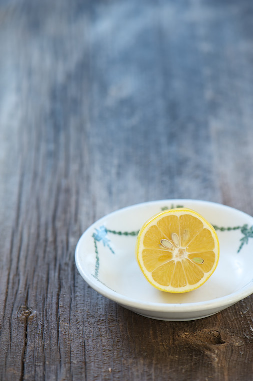 lemon in bowl