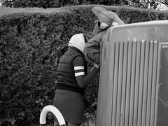 Reciclándole/Recycled (Joe Lomas) Tags: poverty street leica españa calle spain poor beggar container urbano pobre contenedor indigente mendigo pobreza indigencia limosna necesitado pordiosero limosnero photostakenwithaleica 4tografie