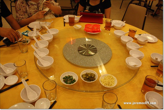Hei Yeong Seng Chinese Restaurant - Table Setting