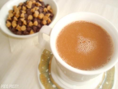 牛奶巧克力和花生酱热可可