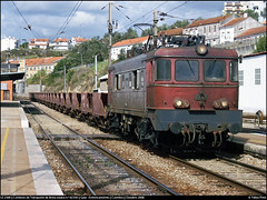 LE 2568 | 62330 | Coimbra (Fbio-Pires) Tags: portugal electric train us locomotive cp coimbra freight wagons comboio ferrovia 2550 publicar locomotiva 2568 elctrica vages cpus mercadorias 62330 linhadonorte cpcarga groupement50hz cp2550 tracoelctrica trainspo cp2568