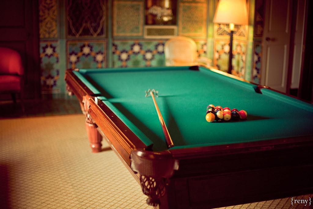{billiard room}