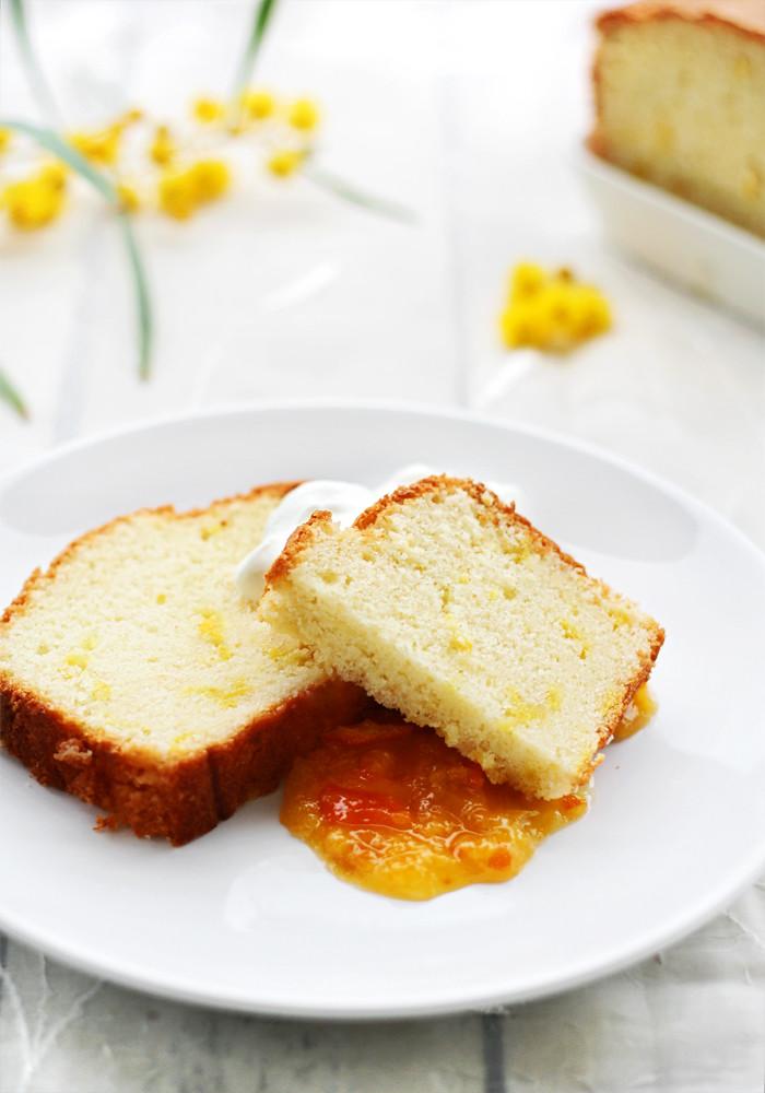 cake de limón con mandarinas confitadas