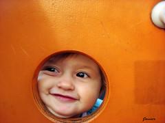 Mi ventana al mundo. (Javi_lop) Tags: parque retrato cara juegos nia sonrisa mirada nio