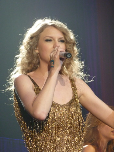 Taylor Swift 04 - Live in Paris - 2011