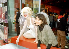 Hollywood Boulevard #22 (stillsguy) Tags: street madame tussaud girl asian la fan kodak marilynmonroe young contax figure portra t2 hollywoodboulevard 400vc