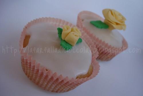 Muffin al limone con glassa al limone