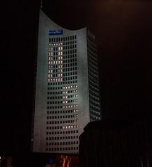 Uniriese/MDR-Hochhaus Leipzig (Le Radiophare) Tags: lichtfest leipzig mdr hochhaus uniriese weisheitszahn augustusplatz
