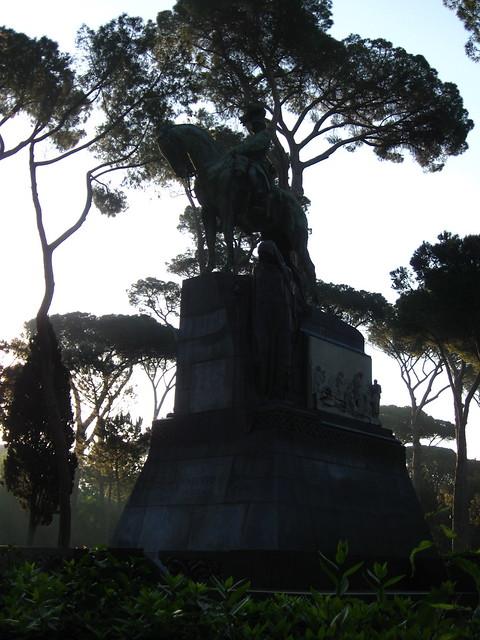 ウンベルト1世の像のフリー写真素材