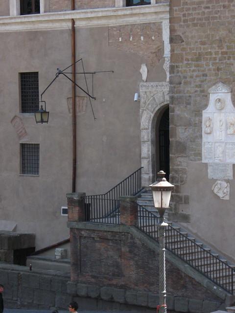 ローマの階段と街灯のフリー写真素材