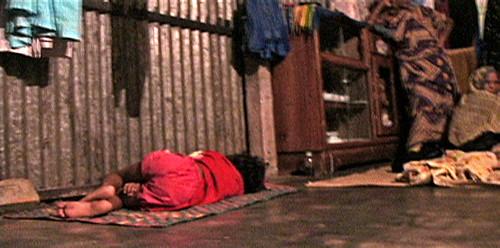 Pria's little sister  sleep on the floor