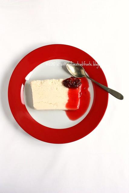 Semifreddo al cioccolato bianco e coulis di fichi d'India