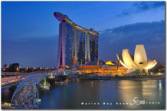 Singapore Marina Bay Sands (fiftymm99) Tags: bridge building modern skyscraper marina river garden lights hotel bay nikon singapore fireworks ceremony casino celebration opening sands countdown rooftopgarden d300 2011 helixbridge marinabaysands attarction fiftymm99 gettyimagessingaporeq1