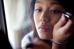 [フリー画像] 人物, 女性, アジア女性, 化粧・メイク, 201102240900