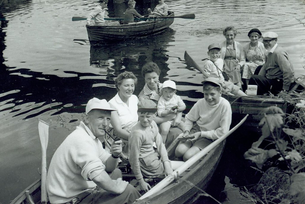 McCreath family and friends from Carntyne 1959