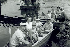 Image titled McCreath family and friends from Carntyne 1959