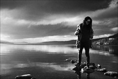 on some rocks at loch rannoch (gorbot.) Tags: sunset blackandwhite bw raw perthshire f2 roberta lochrannoch dng mmount leicam8 digitalrangefinder biogon352zm silverefex carlzeiss35mmbiogonf2zm