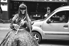 (Noa Ka) Tags: barcelona life street city people bw woman streetart man art car blackwhite spain nikon europe mood driving looking candid smoking vida mirada rambla blanconegro d90 nikond90