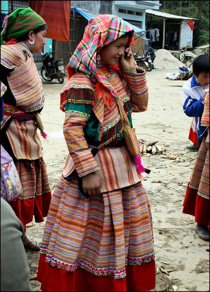 Bac Ha, another Flower Hmong girl
