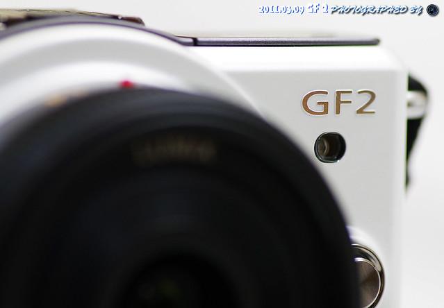 期待已久的白色 GF2 (幫友人開箱)