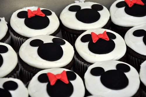 40|365 {Minnie and Mickey Mouse Cupcakes}