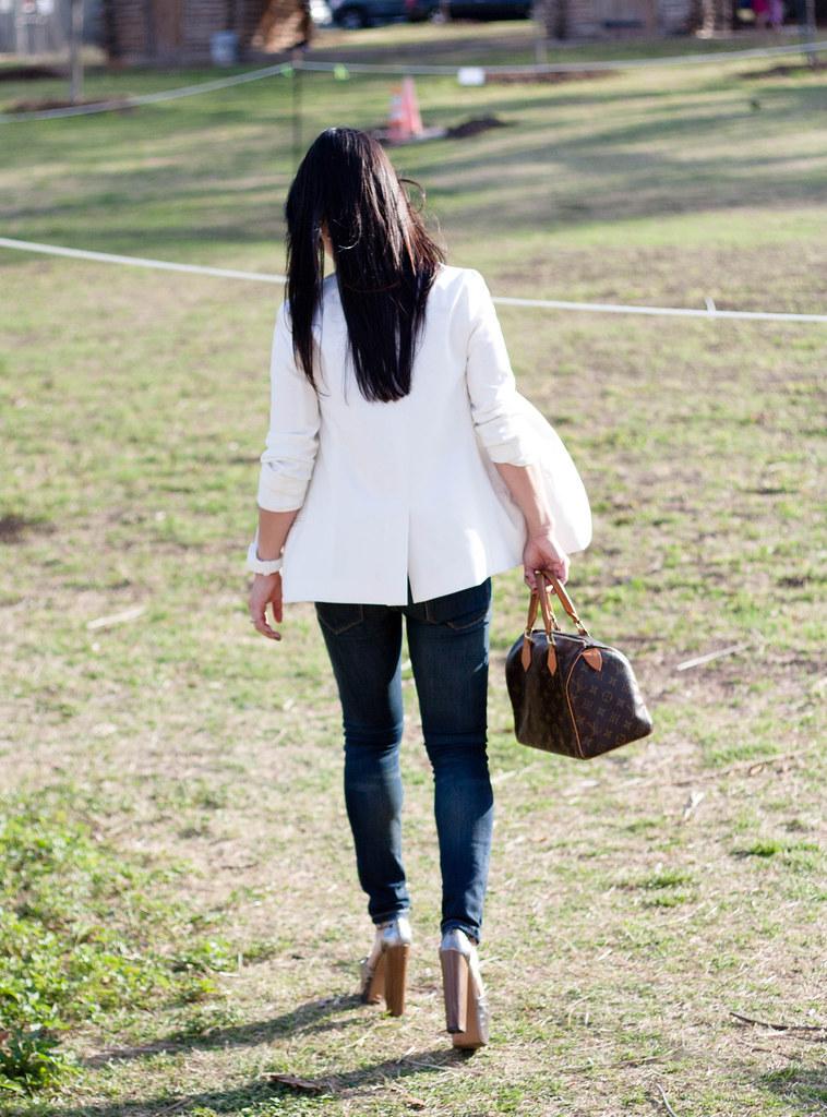 jessica simpson dany urban outfitters white blazer louis vuitton speedy 25