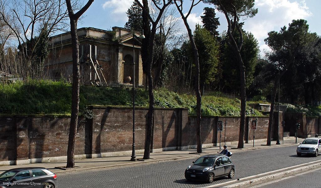 Les paysages romains sont totalement aménagés, avec ici des murs qui retiennent la terre