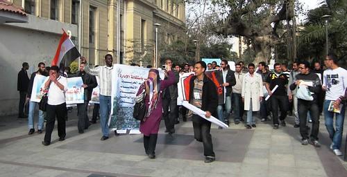 مسيرة ضد مدرعات القوات المسلحة تصوير داليا العقاد