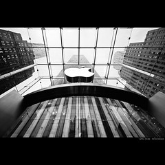 [ Apple Store - Fifth Avenue ] (bonnix (Scotty)) Tags: nyc newyork rain logo applestore nikond700 nikkor142428