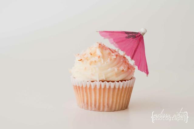 on a lark cupcake shoppe fb-0129