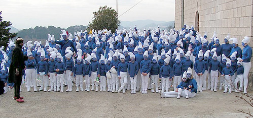 Croatians Dress Up As Smurfs For World Record Attempt