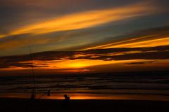 Pescador do pôr do sol (JoFigueira) Tags: pôrdosol sunset sol sun entardecer dusk praiadoguincho guincho cascais praia beach areia sand núvens clouds céu sky mar sea waves ondas pesca pescador canadepesca portugal atlântico atlantic contrast contraste