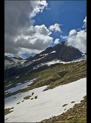 The Ltschen Pass  in summer time . Ships on the snow . (Izakigur) Tags: mountains liberty schweiz switzerland nikon europa europe flickr suisse suiza swiss feel unesco kandersteg d200 alpen helvetia svizzera alpi lepetitprince ch musictomyeyes  suizo  myswitzerland lasuisse nikond200 nikkor1755f28 alpene lotschental  alperne ltschepass izakigur vanagram suisia jungfraue laventuresuisse izakigur2009 izakiguralps izakigurberne