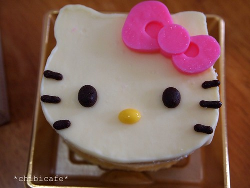 hellow kitty cake