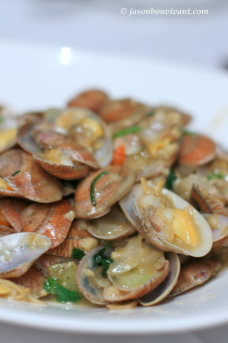 Sauteed Clams with garlic and parsley