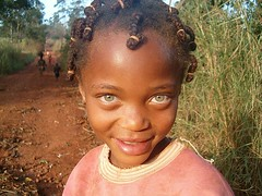 Noa. Badjmendjou. Camern (Ana... anA) Tags: africa travel sunset girl smile eyes child camino nia ojos sonrisa cameroon ragazza camerun damevida