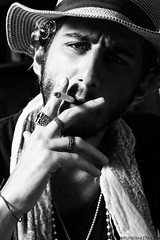 Bernardo Mendes (ator/rede globo) (baketa) Tags: boy portrait blackandwhite bw white man black guy hat branco riodejaneiro canon eyes rj retrato smoke garoto sigma cigar pb preto actor grayscale homem junkie cinza pretoebranco globo cigarro ator cigarret 2011 malhao redeglobo baketa bodo t2i brunomendes brunobaketa bernardomendes