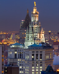 Castle in the Sky: The Municipal Building (RBudhu) Tags: nyc newyorkcity historic financialdistrict batterypark gothamist newyorknewyork lowermanhattan touristattraction municipalbuilding mckimmeadandwhite citybeautiful mckimmeadwhite 1centrestreet newyorkcitylandmark nyclandmark nyclandmarks newyorkcitylandmarks civicfame adolphweinman downtownclub