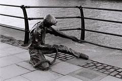 (Vlado V) Tags: ireland dublin film river olympus om10 liffey ilfordhp5 citycenter