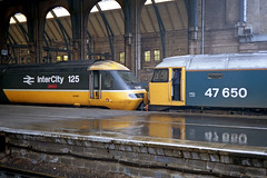 47650 hooks up to a failed HST set led by 43095 'Heaton' at King's Cross. (jezdgould) Tags: london tram brush kingscross britishrail duff heaton hst sulzer class43 intercity125 class47 largelogo 43095 paxmanvalenta 47650