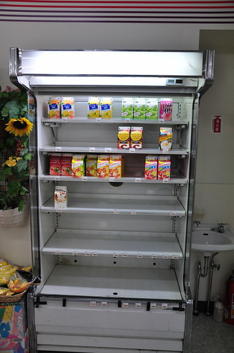 Japan Earthquake: Convinience store short-supply (juices)