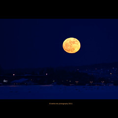 Perigeum / Apsis (stella-mia) Tags: blue moon norway night evening moonrise bluehour moonset hamar måne 70200mm 400mm llunaplena domkirkeodden apsis moonillusion perigee perihelion thefullmoon extenderef2xii hugemoon canon5dmkii supermoon theperigeemoon 19mar2011 perigeum superperigeemoon supermånen equinoxmoon 19thmarch2011 lunaireperigeum supermoon20032011