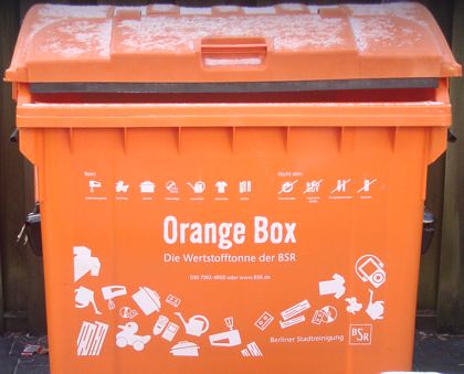 Orange Box von der BSR in Berlin